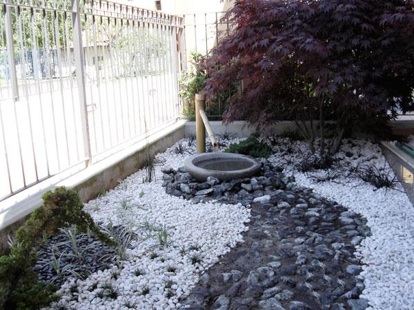 Produzione vendita e piantumazione di piante ornamentali - Piccolo giardino giapponese ...